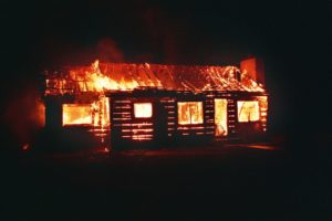 sonhar com casa pegando fogo