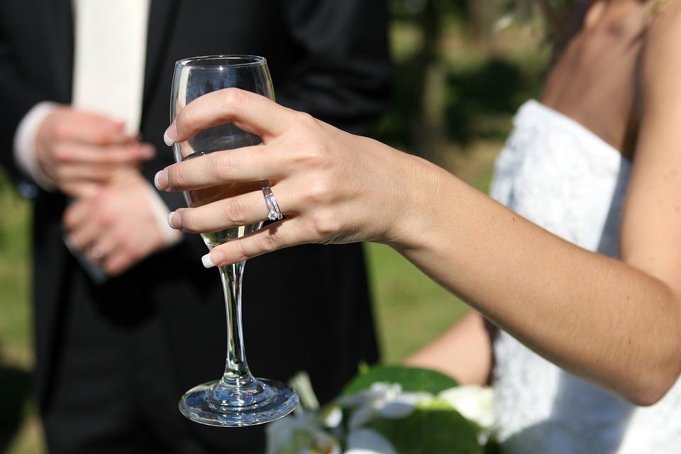 Sonhar com casamento de outra pessoa