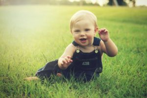 Sonhar com bebê sorrindo