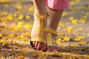 sonhar com sandália
