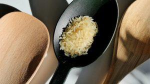 Sonhar com arroz cru