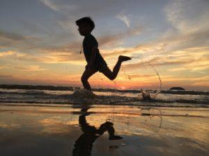 Sonhar com criança correndo