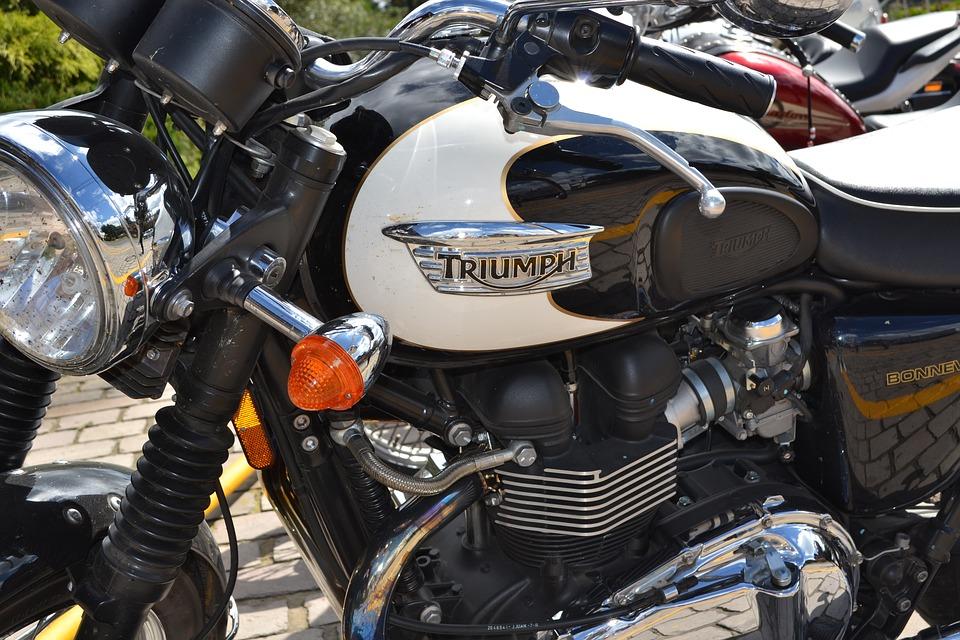 Sonhar com moto branca