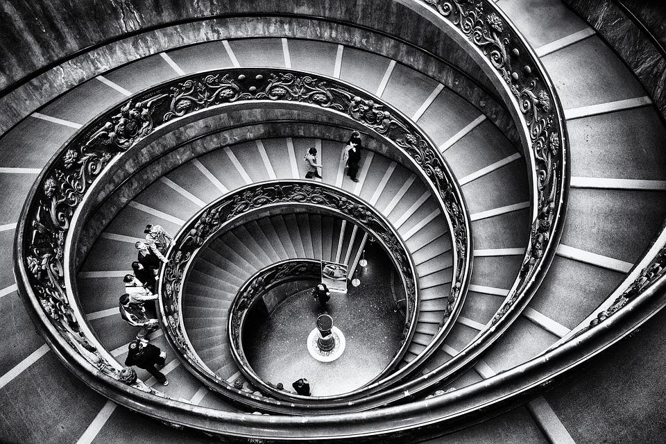 Sonhar que desce escadas