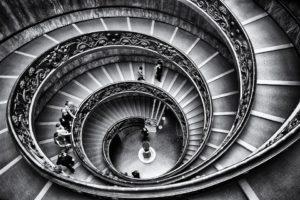 Sonhar que caiu da escada
