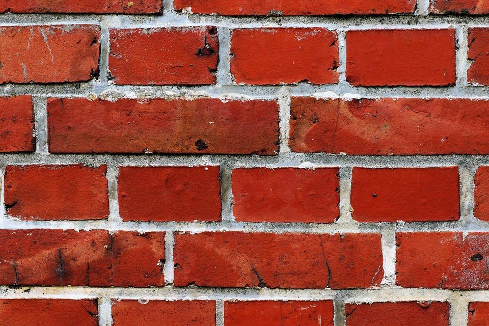 Sonhar com parede caindo
