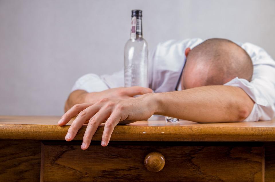 Sonhar com marido bêbado