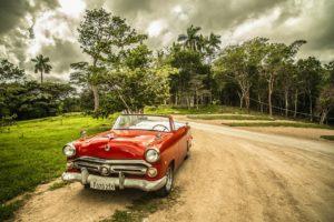 Sonhar com carro vermelho