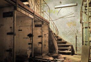 Sonhar com escada quebrada