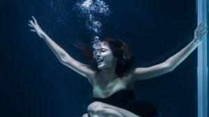 Sonhar com alguém se afogando