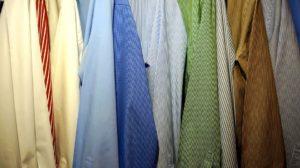 Sonhar com guarda roupa velho