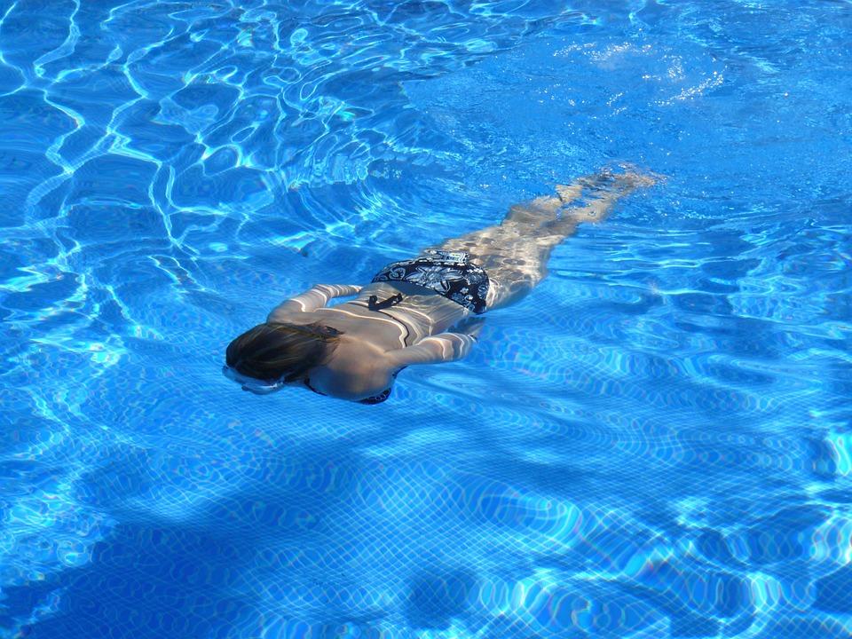 sonhar que está nadando