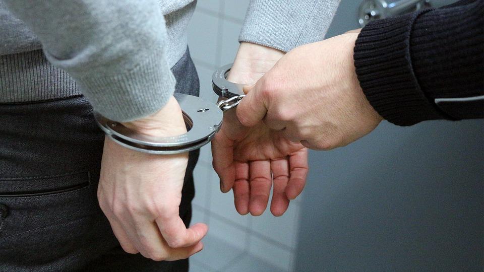 Sonhar com alguém sendo preso