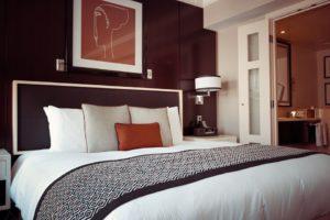 Sonhar com quarto de hotel