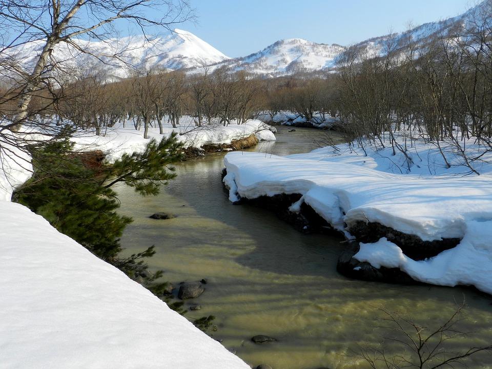 atravessando um rio