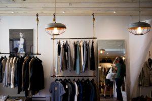 Sonhar que compra roupas