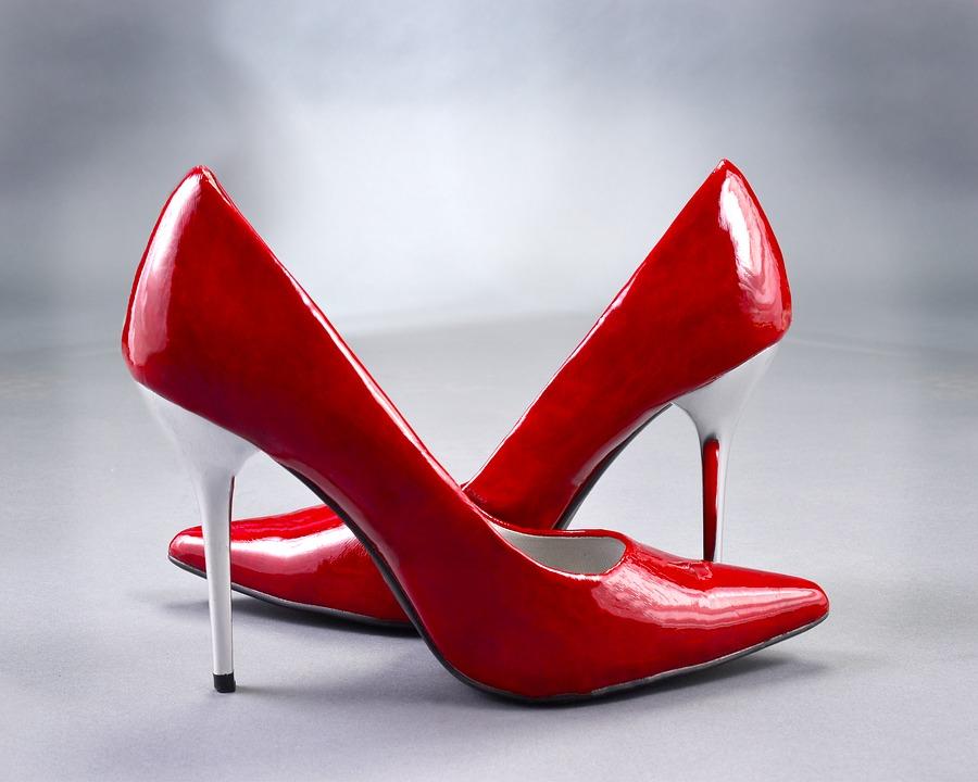 12af2cba5bf26 O maior significado para sonhar com sapato de salto, está relacionado com a  nossa base de vida. Isso quer dizer que os saltos nos sustentam e por isso,  ...