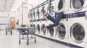 Sonhar que está lavando roupa no tanque