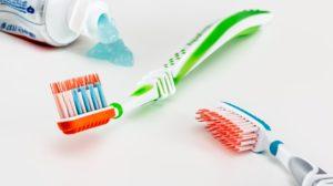 Sonhar escovando os dentes